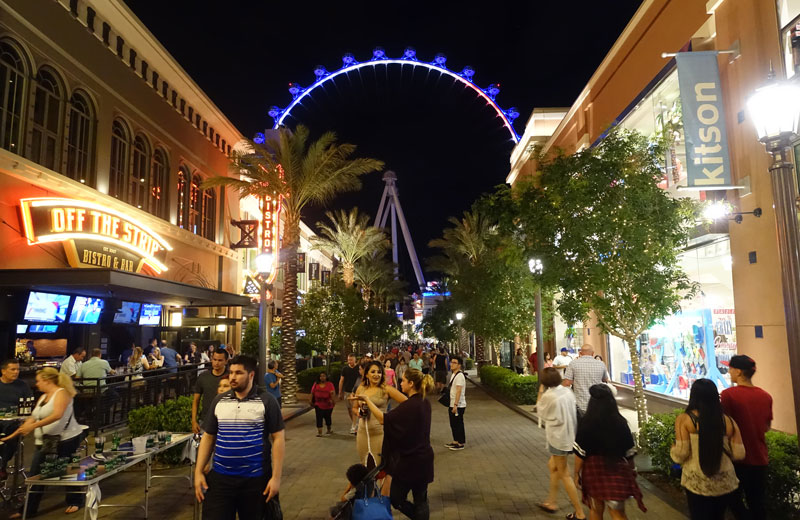 LINQ-Outdoor-Shopping
